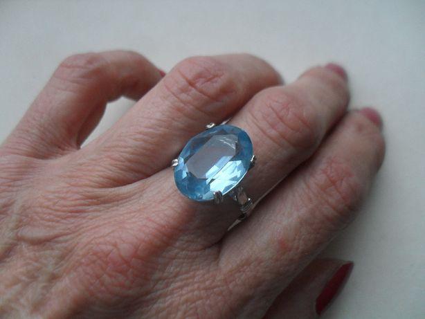 Stary srebrny pierścionek z ładnym niebieskim kamieniem