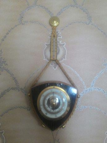Барометр-термометр.