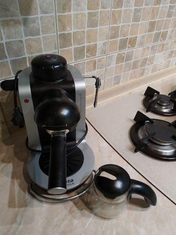 Кофеварка рожковая Ufesa CE7125