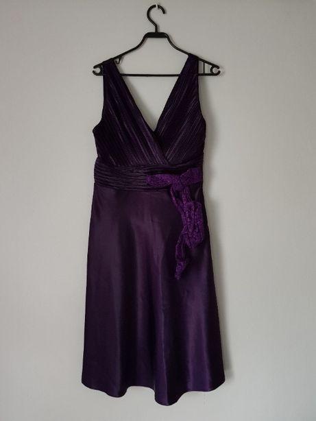 Elegancka fioletowa sukienka z kokardą