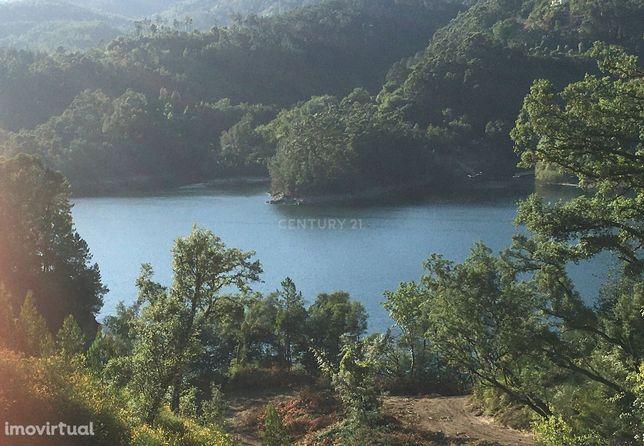 Terreno no Gerês com acesso ao rio albufeira da caniçada para construç