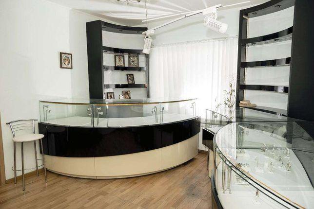 Офис в центре города с ремонтом, ул. Ивана Франка 15, м Золотые Ворота