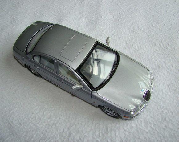 Модель автомобиля Jaguar S-Type Welly 1:24