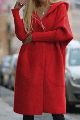 Czerwona alpaka firmy Selavifashion