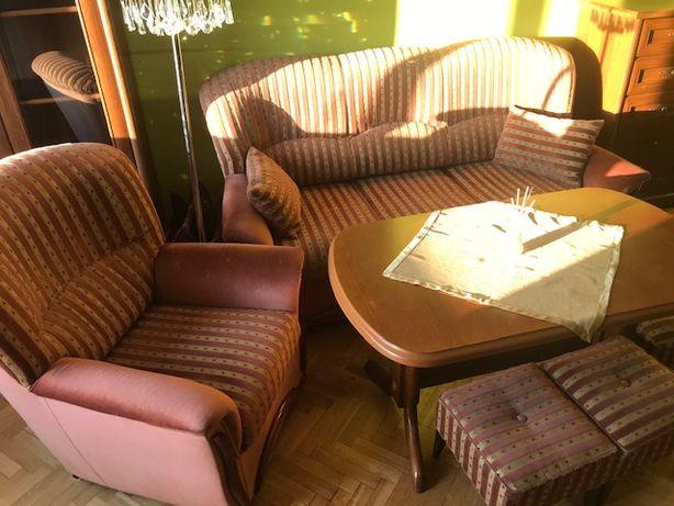 Komplet wypoczynkowy sofa fotel pufy stół rozkładany