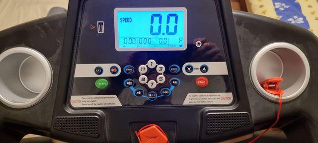 Bieżnia elektryczna v520