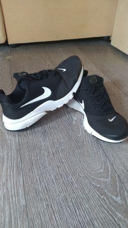 Кроссовки Nike. Женские 38,5