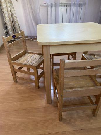 Комфортный детский стол со стульчиками