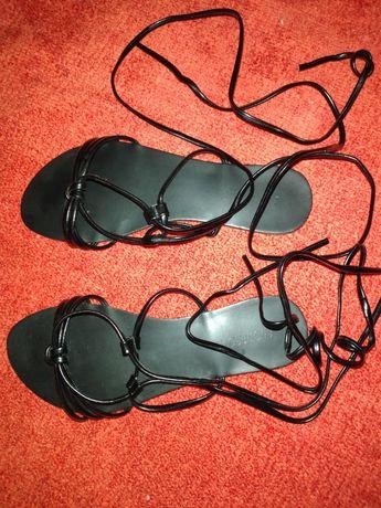 Sandálias e chinelos 36