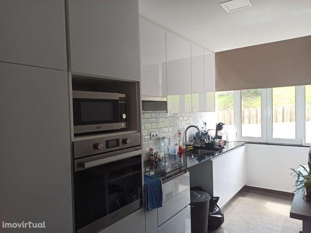 Apartamento T2 totalmente renovado, Cacém