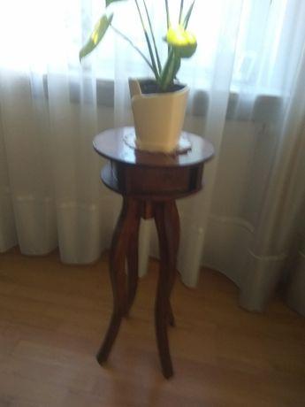 Stolik drewniany ozdobny pod lampkę lub kwiatek