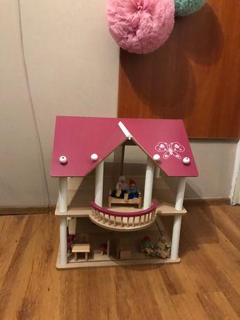 Duży drewniany domek dla lalek z meblami i kukiełkami