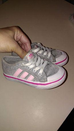 Кеды  фирмы adidas на малышку