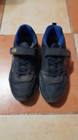 Кросівки, та туфлі б.в. 37 розмір