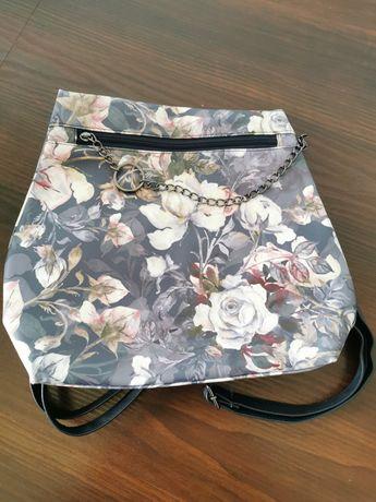 Plecak w kwiaty avon