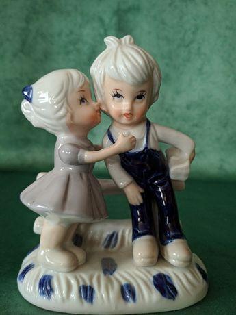 """Статуэтка фарфоровая """"Мальчик с девочкой"""", Германия"""