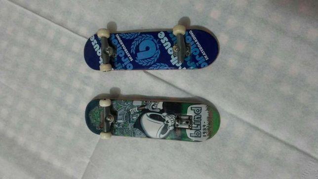 2 skates miniatura