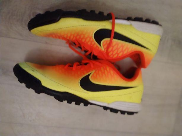 Nike buty sportowe korki