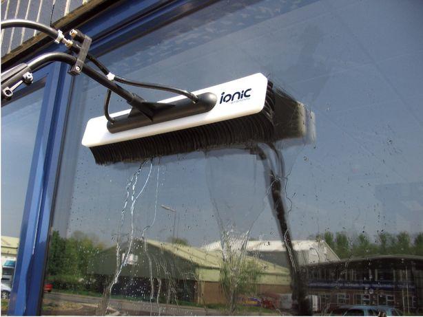 Mycie okien, przeszkleń i elewacji szklanych