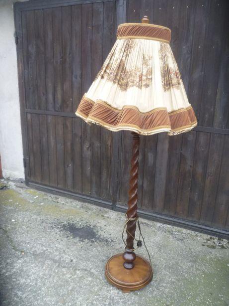 piękna stara lampa drewniana stojąca