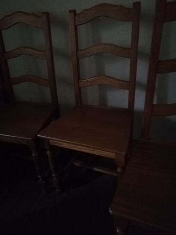 Vendo 4 cadeiras de madeira