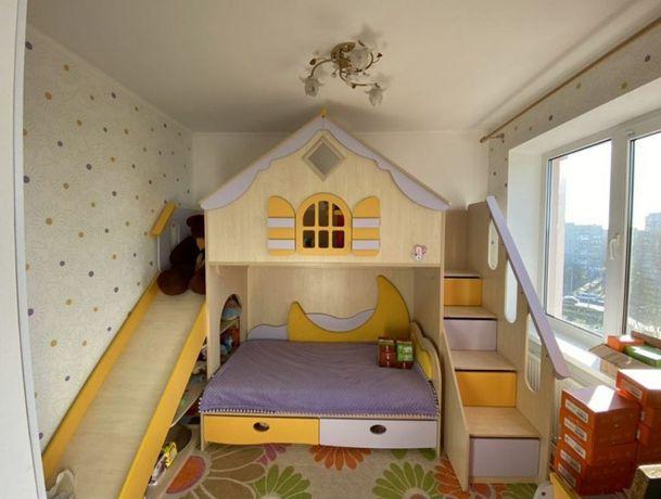 Продам мебель для детской комнаты (2х ярусная игровая кровать)
