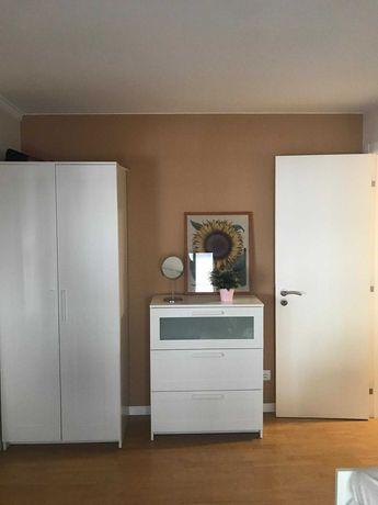 Quarto p/ estudante (rapariga), em apart. c/ 2 quartos, junto ao IST