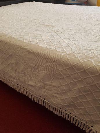 4 colchas e 1 cobertor
