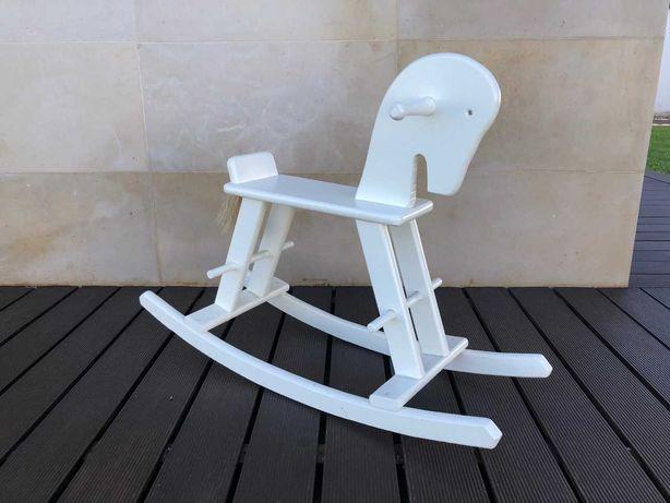 Cavalo Baloiço Madeira Branca Lacada para Criança