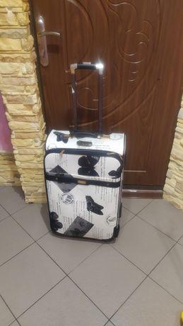 Дорожный ,прочный чемодан