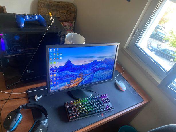 PACK PC GAMING: Torre, monitor, fones, rato, tapete de rato e teclado.