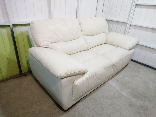 Кожаный комфортабельный диван! Состояние отличное!!! Кожаная мебель!