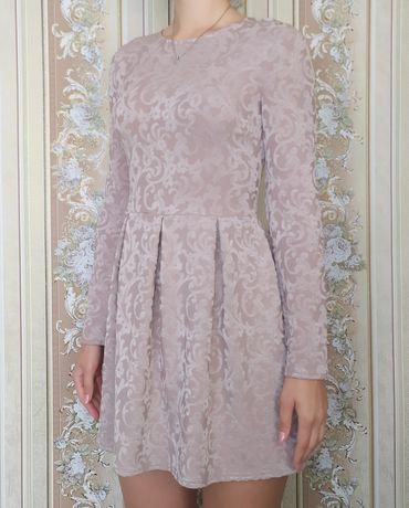 Пыльно-розовое платье