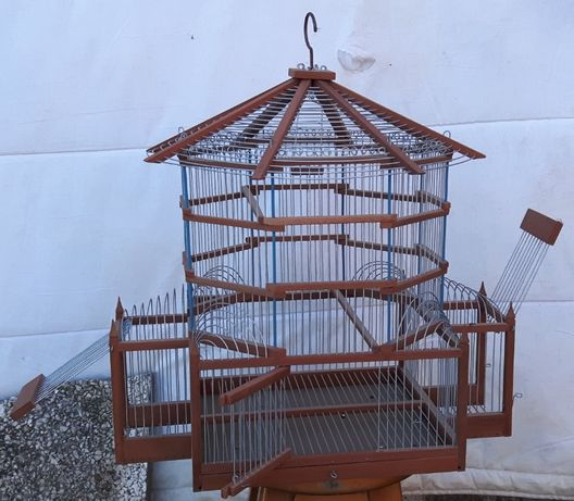 Gaiola em madeira para aves de pequeno porte