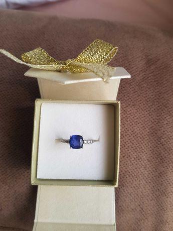 Piękny srebrny pierścionek