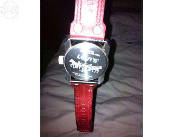 Relógio levis com bracelete em pele venda ou troca