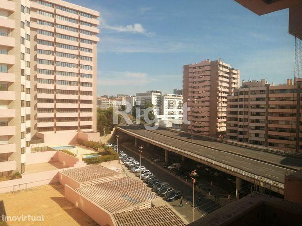 Escritório open-space com 1 lugar de estacionamento nas Laranjeiras