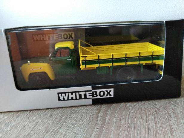 1958 Chevrolet c6500 skala 1:43 WhiteBox