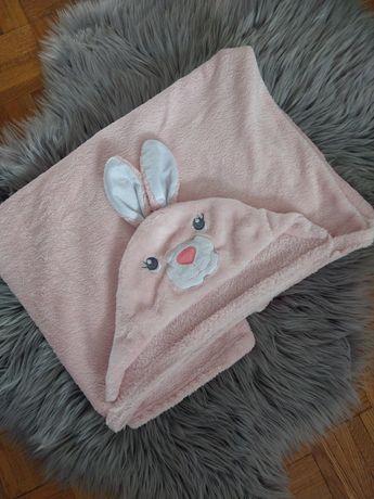 Kocyk z kapturem różowy królik