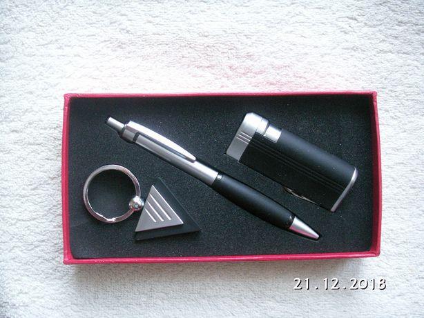 Komplet zapalniczka(żarowa),długopis,brelok