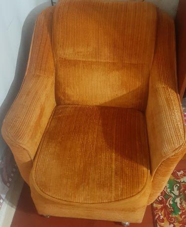 Кресло оранжевое