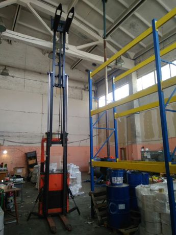 Електроштабелёр самоходный. Высота 6 метров