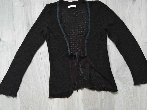 Ciemnobrązowy wiązany sweterek Promod