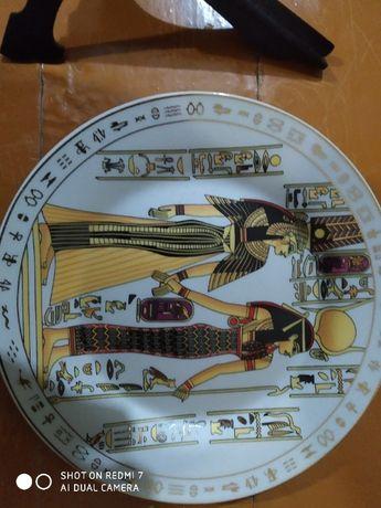 Тарелка сувенирная с египетской тематикой и орнаментами
