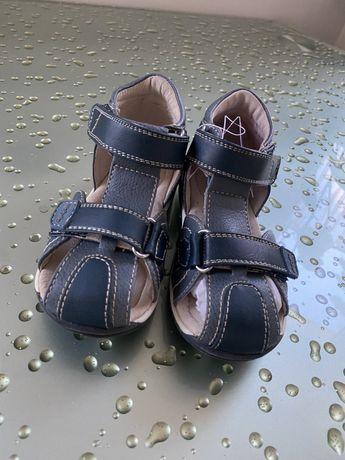 Sandalki Wojtyłko rozmiar 26 (wypadają mniejsze)