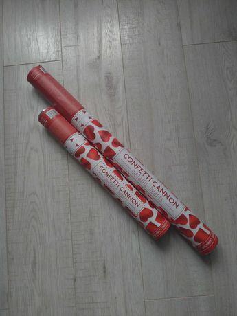 Zestaw 2 tub strzelajacymi czerwonymi, metalicznymi serduszkami