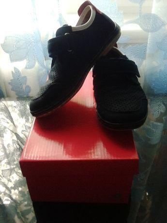 Туфлі - макасіни на хлопчика ( розмір 33)