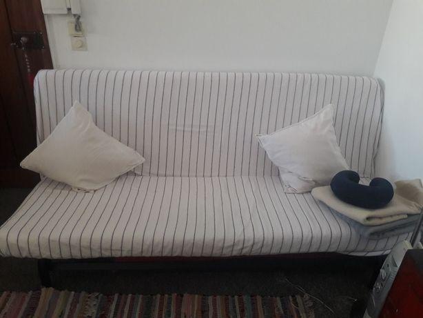 Sofá-cama com estrutura de ferro