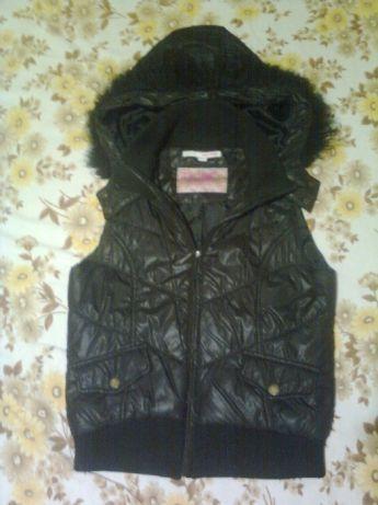 жилетка 38-40 в отличном сост. куртка курточка ветровка кофта