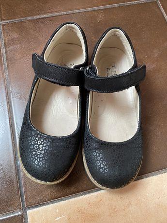 Туфли на девочку theoleo
